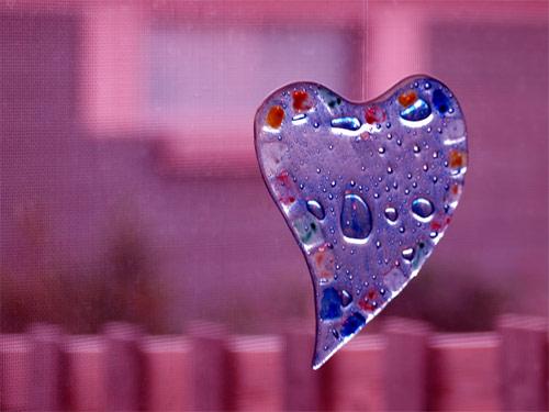 TripodGirl_window_heart500